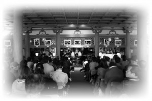 2012コンサート会場金堂内の様子