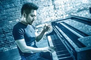 中村-ピアノ演奏x